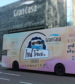 Autobuses para publicidad, buses publicitarios - SerbeCar